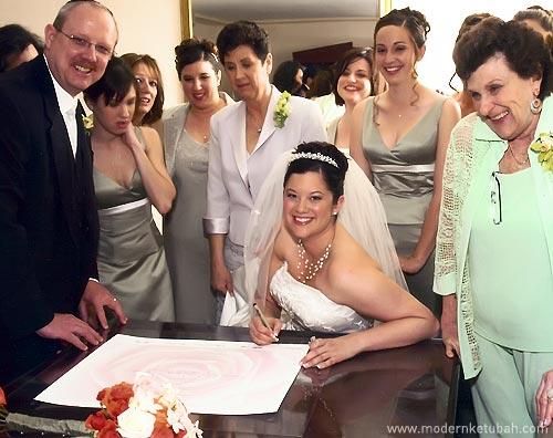 Modern Ketubah: Katie at her ketubah signing